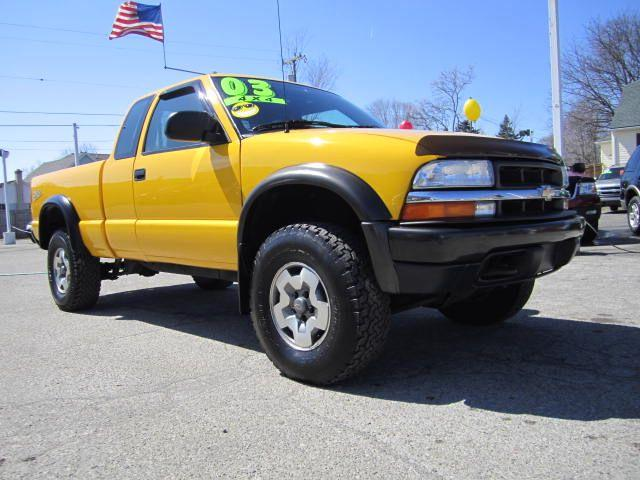 2003 chevrolet s10 zr2 ext cab 4wd for sale in lansing michigan classified. Black Bedroom Furniture Sets. Home Design Ideas