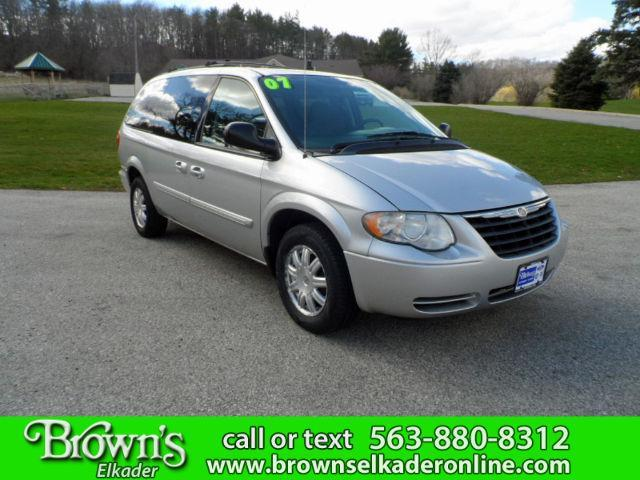 2007 Chrysler Town & Country Touring - 7988 - 64916476