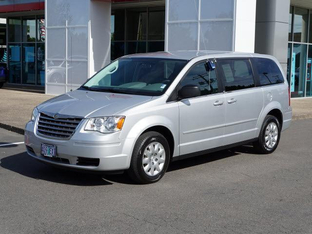 2010 Chrysler Town & Country LX - 12997 - 66470203
